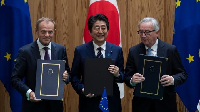 2018年7月17日,日歐簽署EPA。(圖:AFP)