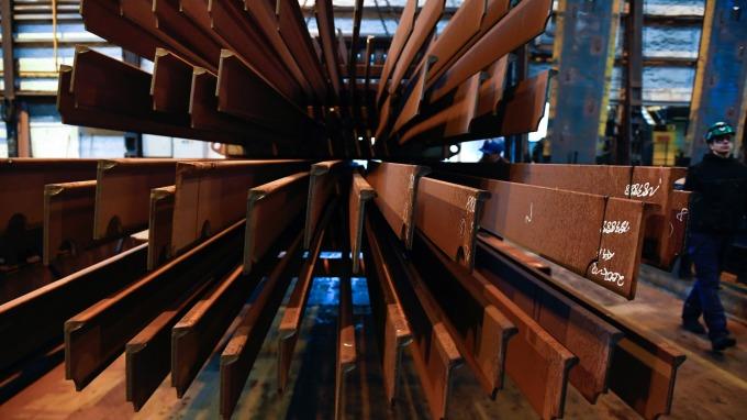 傳產龍頭中鋼、台泥待遇佳。(鉅亨網資料照)