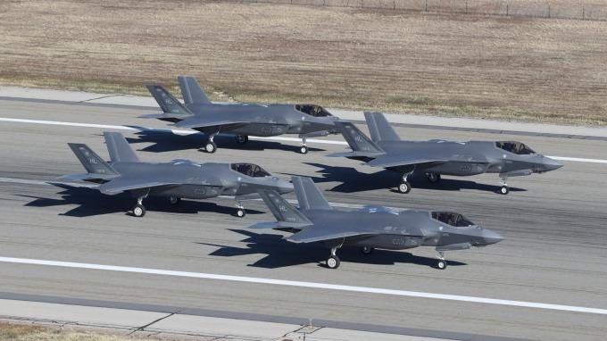 洛克希德.馬丁的F-35戰機是美國單價最昂貴的武器。(圖:AFP)