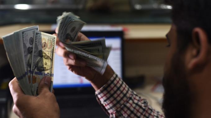 美元指數走揚。(圖:AFP)