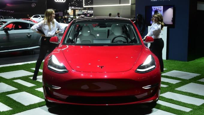 車市黑馬 特斯拉Model 3是去年全美最暢銷豪華車。(圖:AFP)