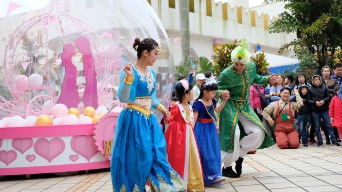 六福村於連假期間吸引大批親子客群入園。(圖:六福提供)