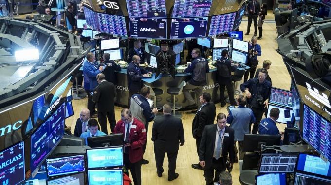 圖:AFP  美國股市週一中場漲跌互見
