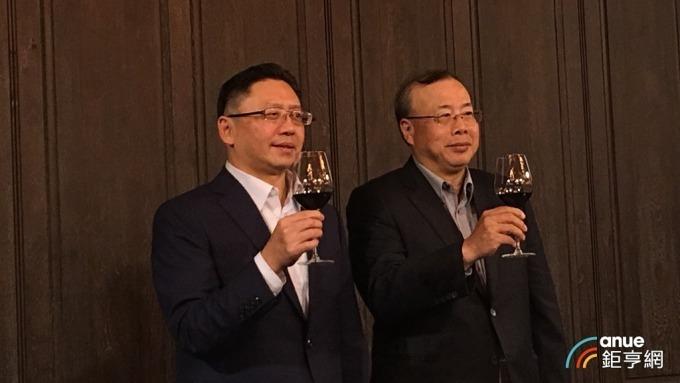 和泰車總經理蘇純興(左)。(鉅亨網記者王莞甯攝)