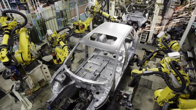 自動化生產的汽車工廠 (圖:AFP)