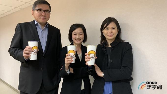 雅茗董事長吳伯超(左)。(鉅亨網資料照)