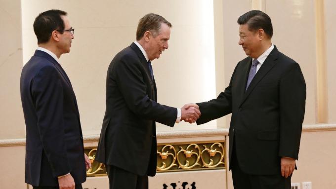 習近平會晤賴海哲、梅努欽。(圖:AFP)