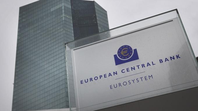 ECB也可能「鷹變鴿」。(圖:AFP)