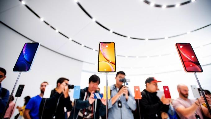 新款iPhone銷售表現疲弱。(圖:AFP)