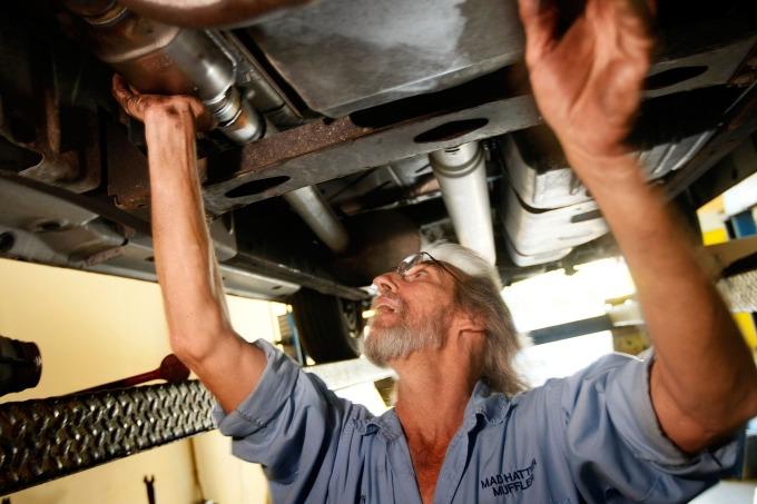 鈀金主要用於汽車觸媒轉化器。(圖:AFP)