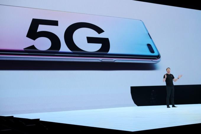 韓國三星手機於 MWC 展前推出 5G 手機,SAMSUNG Galaxy S10。(圖:AFP)