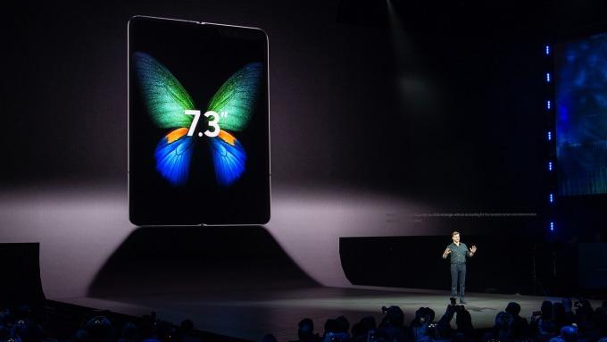 三星發布可折疊手機(圖:AFP)