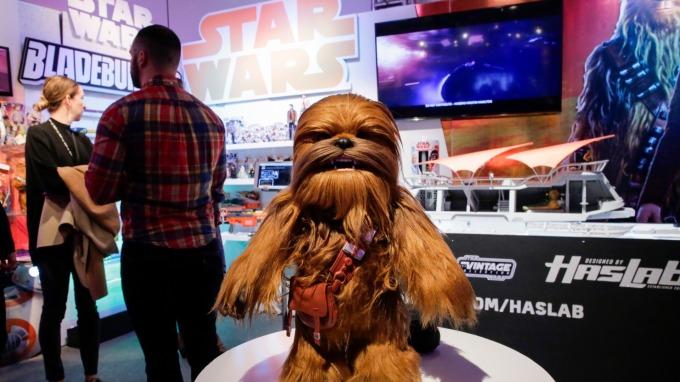 明年沒有星戰電影作後盾 但相關授權產品依舊賣得嚇嚇叫。(圖:AFP)
