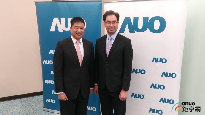 左為友達董事長彭双浪,右為總經理蔡國新。(鉅亨網記者彭昱文攝)