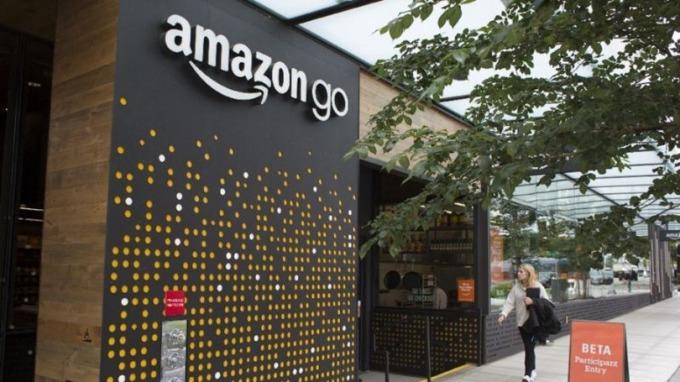 亞馬遜將開設自有平價超市 美國零售業一身冷汗。(圖:AFP)