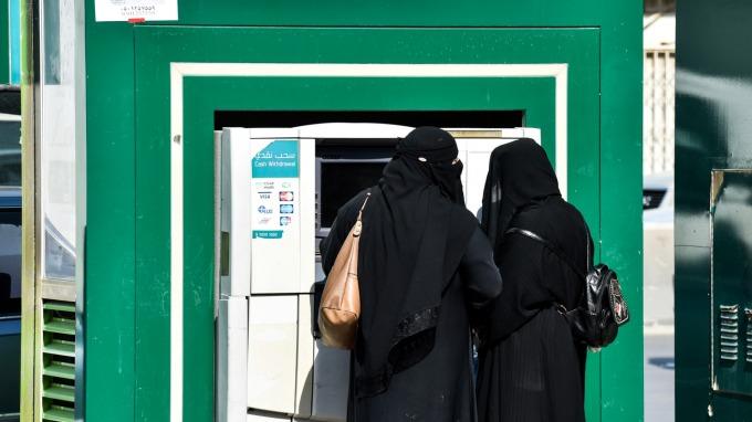 沙烏地阿拉伯ATM供應商開發區塊鏈生物辨識ATM。(圖:AFP)