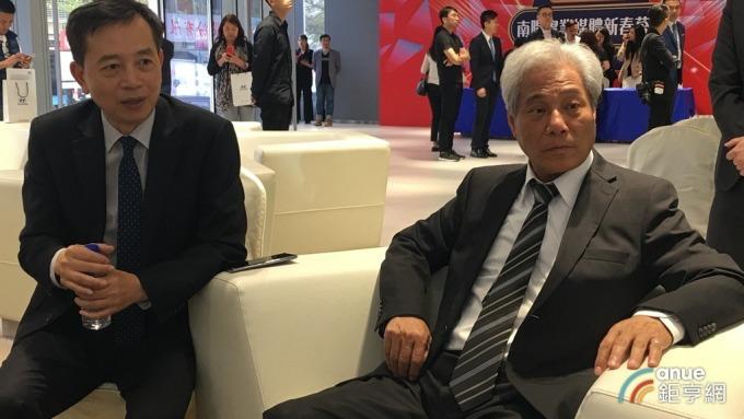 南陽董事長吳清源(右)與總經理徐伯達(左)。(鉅亨網記者王莞甯攝)