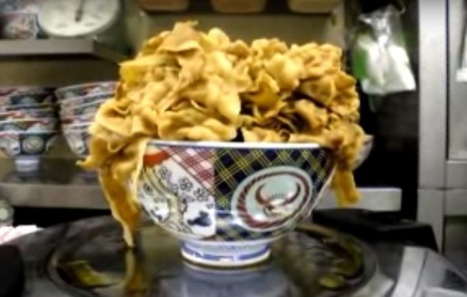 發生在 2007 年日本吉野家工讀生的惡作劇 (圖:翻攝自 Youtube)