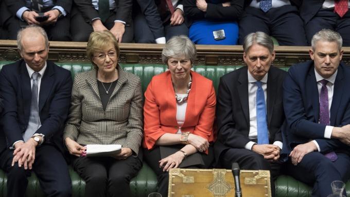 梅伊(中)內閣的脫歐協議再遭否決(圖:AFP)