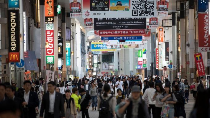 日本10月上路的5%消費回饋措施,已有10家業者表態參加。 (圖:AFP)