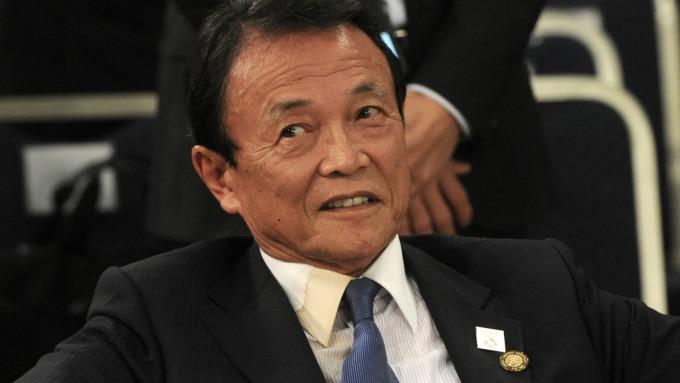 日本財務大臣麻生太郎表示,在徵用工問題上考慮對南韓實施貿易制裁 (圖:AFP)