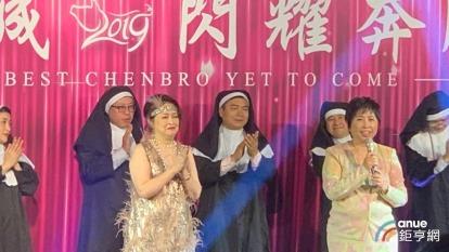 勤誠總經理陳亞男(前左)、董事長陳美琪(前右)。(鉅亨網資料照)