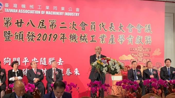 圖中站立者為台灣機械公會理事長柯拔希。(圖:機械公會提供)