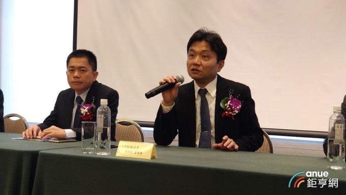 正文今日召開法說,右為董事長陳鴻文、左為總經理蘇暉皓。(鉅亨網記者彭昱文攝)