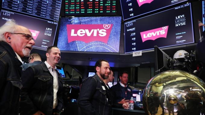 LEVI'S 重返榮耀 ,重啟上市。(圖:AFP)