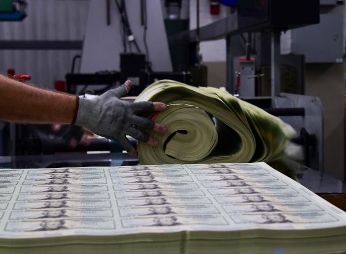 印鈔是萬靈丹?(圖: AFP)