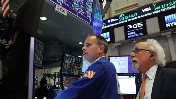 圖:AFP  美國股市週五大跌