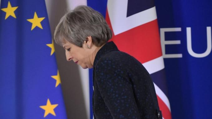 英國首相梅伊面臨逼宮壓力。(圖:AFP)