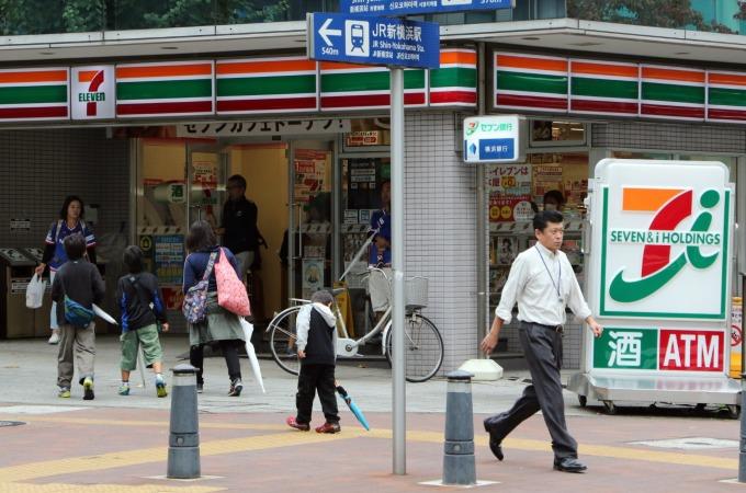 日本人手不足問題嚴重,造成許多24小時營業的便利商店營運出現困難 (圖:AFP)