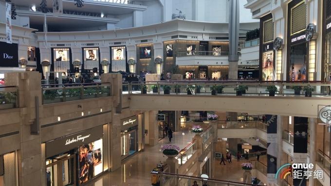 台北101內購物商場。(鉅亨網記者王莞甯攝)
