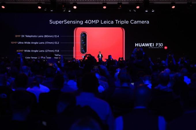 華為 P30 擁有較小的螢幕尺寸 (6.1 吋)。(圖:AFP)