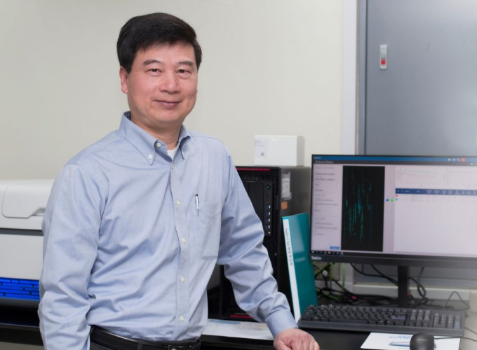 中研院生物醫學科學研究所 (簡稱生醫所) 所長郭沛恩與研究團隊,正努力推行兩個基因分析計畫:一個針對罕見遺傳疾病;另一個則力求讓大眾問診、用藥更加精確。 攝影│張語辰