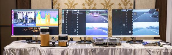 工研院研發多重感測融合平台,將光達、雷達、攝影機等異質感測器,整合於自動駕駛輔助系統,進一步提升影像辨識能力,就算在夜晚、大霧等天候環境裡,也可以針對各種狀況做出立即又正確的反應。