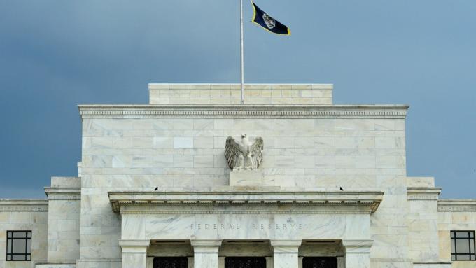 閒言閒語聽聽就好 穆迪:Fed目前毋須陷入恐慌模式 急著降息。(圖:AFP)