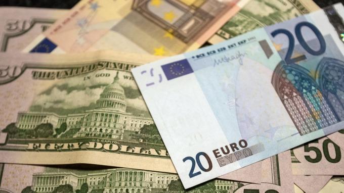 歐元兌美元走貶。(圖:AFP)