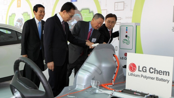 樂金化學日前宣布,收購杜邦「可溶式OLED」關鍵技術。(圖:AFP)