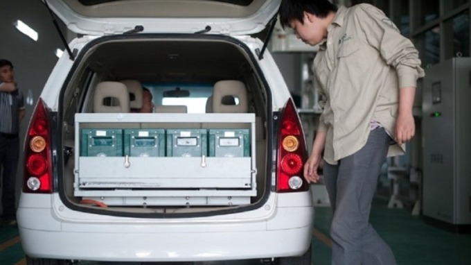 中國電動車的鋰電池需求看旺。圖片來源:AFP