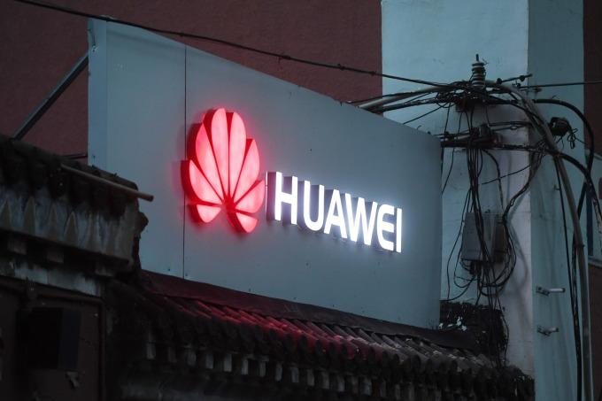華為現在開放銷售其 5G 的 Balong 5000 晶片,但僅限於一家公司:蘋果。(圖:AFP)