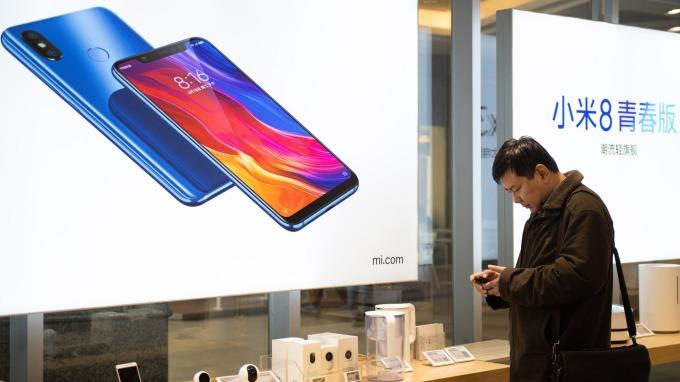 中國手機出貨量連續5個月下滑。(圖:AFP)