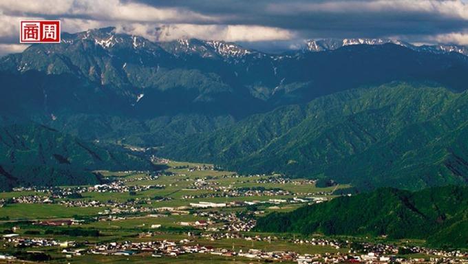 被八海山環繞的南魚沼市,是新潟著名的穀倉。(來源.八海釀造株式會社提供)