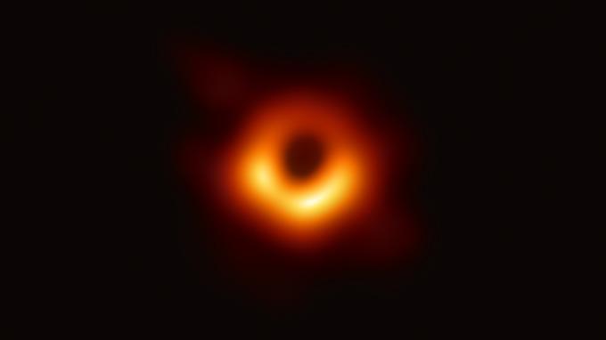 史上首張黑洞照片曝光,引發全球關注。(圖:AFP)
