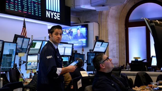 圖:AFP  美國股市週四中場走低