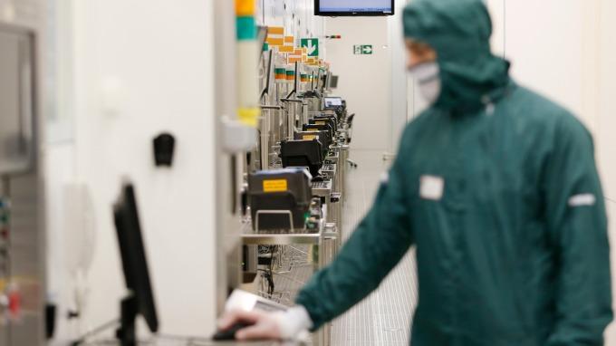 全球最大半導體製造設備商AMAT,暫停與部分中企的一切交易活動。(圖:AFP)
