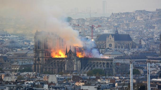 巴黎聖母院週一驚傳大火(圖:AFP)
