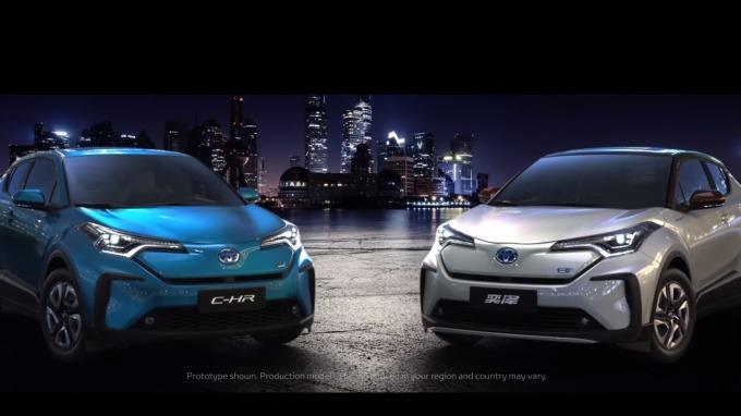 豐田在上海車展中展出電動車款 C-HR / IZOA。(圖:翻攝自豐田官網)