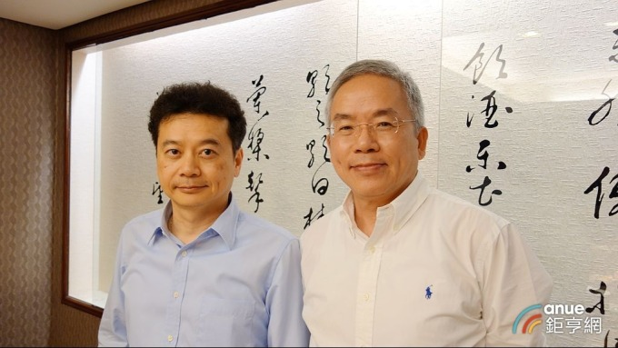 騰輝董事長勞開陸(右)及總經理鍾健仁。(鉅亨網記者張欽發攝)